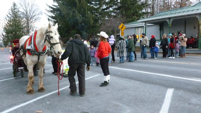 Guests line up for horse-drawn sleigh rides at Blue Ridge Summit Free Library.