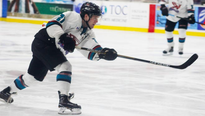 The Shreveport Mudbugs trounced the Topeka RoadRunners on Saturday night on George's Pond at Hirsch Coliseum.