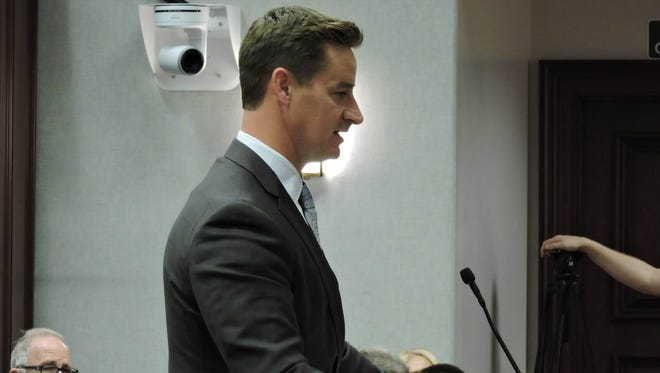 Sen. Greg Steube's proposal to allow a judge to decide whether to award attorney fees in freedom of information lawsuits cleared its first Senate Committee Tuesday.