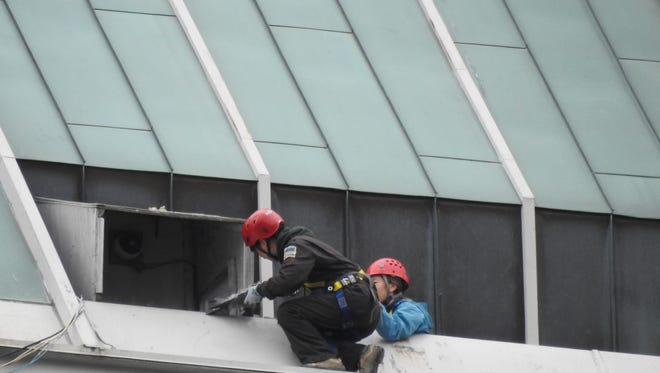 DNR workers retrieve raptors body from falcon nest box 31 stories over Monument Circle.