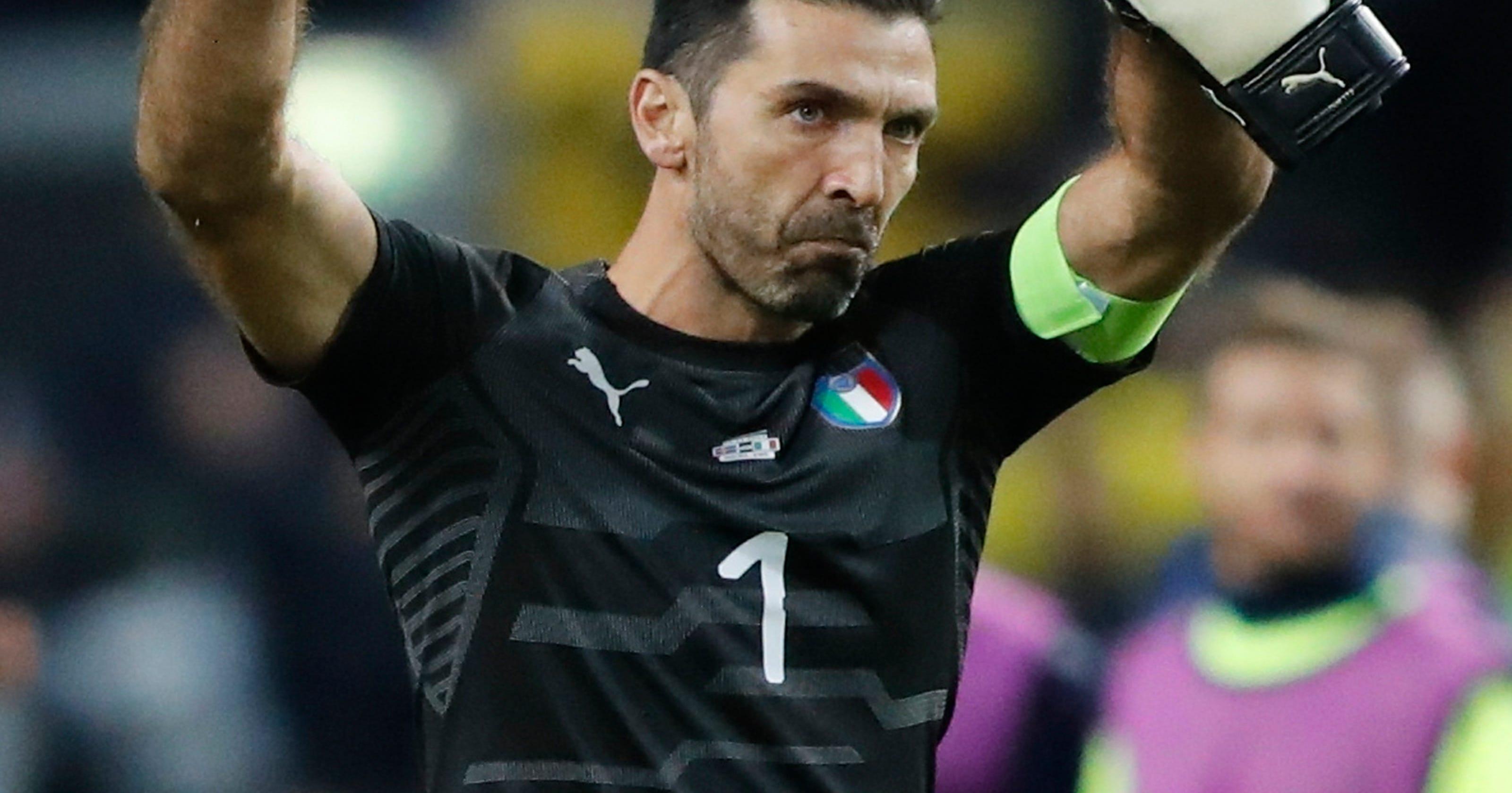 a4cf0b1e173 Italy coach says he convinced Buffon to extend career
