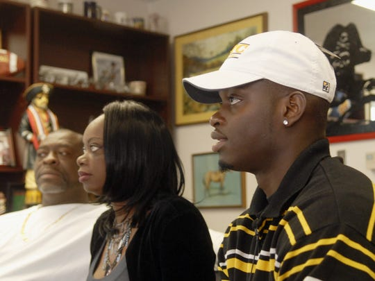 2/3/10  Keyon Reed, of Palm Bay high signs with UT Chattanooga. With him, in background, is his parents, Charles Allen, and Marvelous Allen.   Photo by Tim Shortt / FLORIDA TODAY