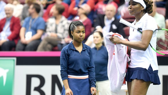 Kennedi Green, 14, waits for Venus Williams to hand