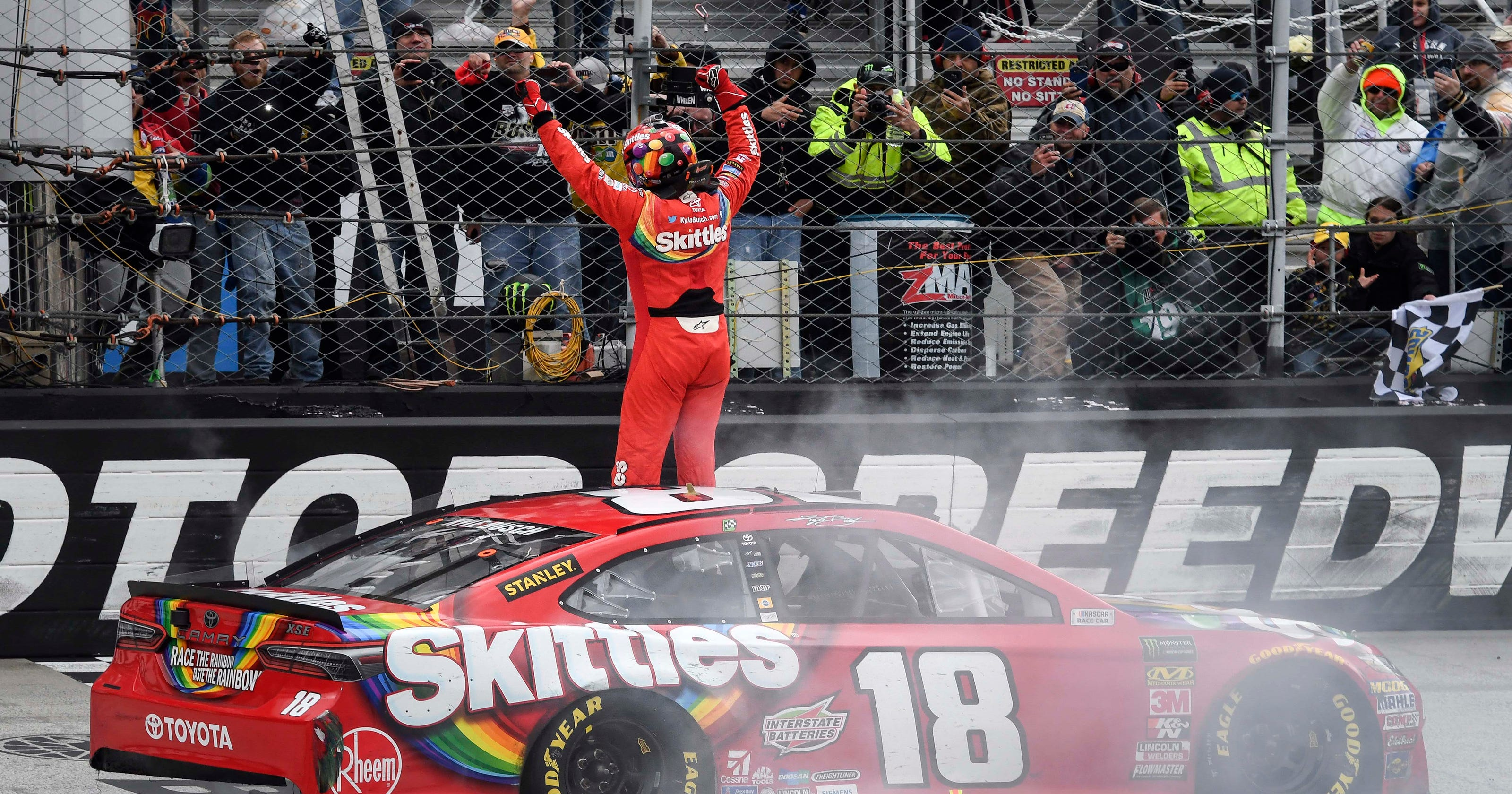 248353e3f56 Kyle Busch wins NASCAR Cup race at Bristol for seventh time