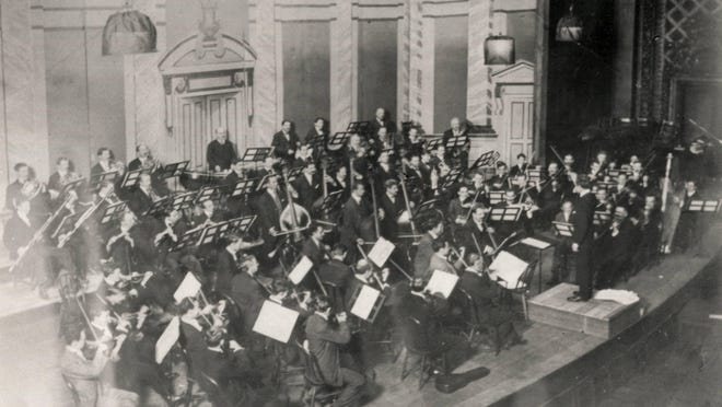 Leopold Stokowski at his first rehearsal of the Cincinnati Symphony Orchestra in Music Hall in 1909 had almost no experiencing conducting.