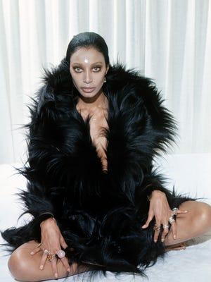 Donyale Luna Pose For Fashion Photographs.