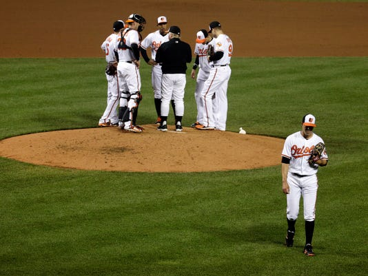 Baltimore Orioles starting pitcher Ubaldo Jimenez, bottom right, walks off the field after being relieved in the fifth inning of a baseball game against the Seattle Mariners in Baltimore, Tuesday, May 17, 2016. Seattle won 10-0. (AP Photo/Patrick Semansky)