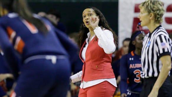 Auburn head coach Terri Williams-Flournoy gives directions
