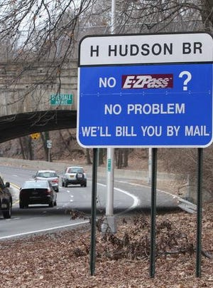 A sign at the entrance to the southbound Henry Hudson Parkway in Riverdale