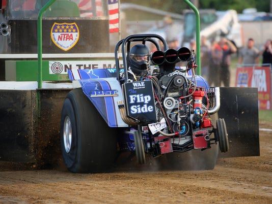 636361522729580276-bc-tractor-pull-2016-county-fair.JPG