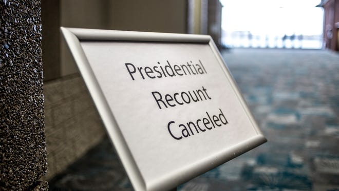 A sign announces the cancellation of the presidential recount Thursday, Dec. 8, 2016 at the Blue Water Area Convention Center in Port Huron.
