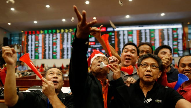 Filipino traders celebrate during the last day of trading in 2016 at the Philippine Stock Exchange in the financial district of Makati, south of Manila, Philippines, Dec. 29, 2016.
