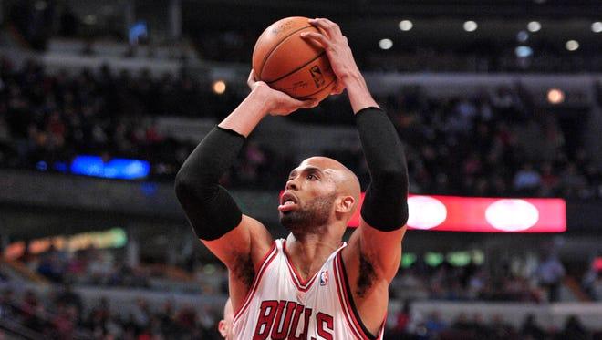 Chicago Bulls power forward Taj Gibson (22) shoots against the Golden State Warriors.