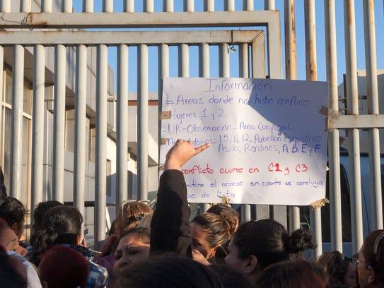 Familiares de los reos en Topo Chico están desesperados