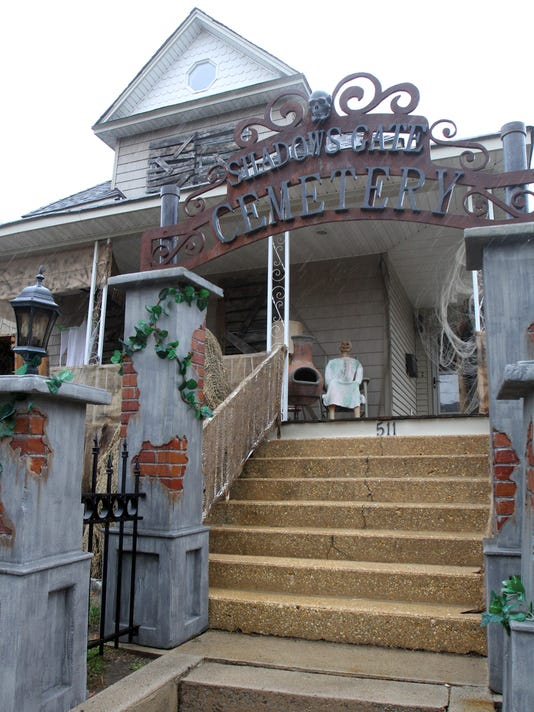 Handmade Halloween Decorations Make For A Scary Sayreville Home