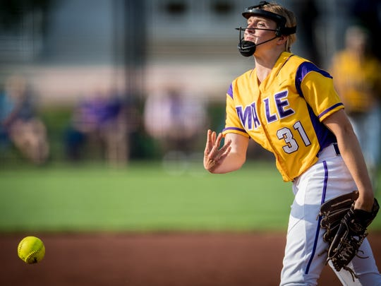 Male Bulldogs Kelsie Houchens (31) pitches during the