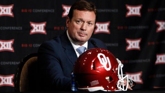 Oklahoma head football coach Bob Stoops addresses attendees