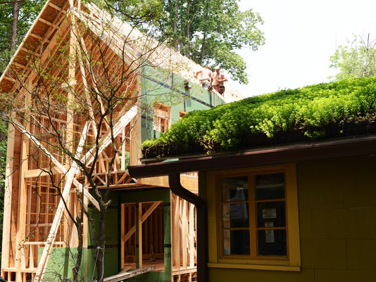 green_building_01.JPG