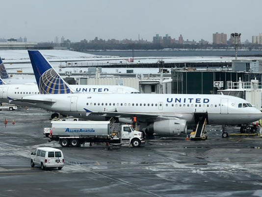 AP UNITED AIRLINES DEAD DOG F FILE A USA NY