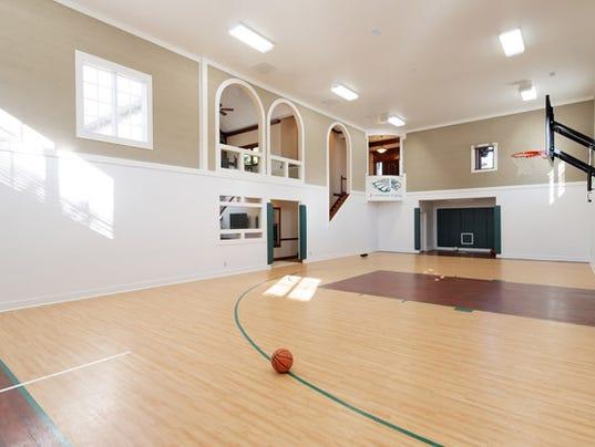 indoorbasketballcourt.jpg