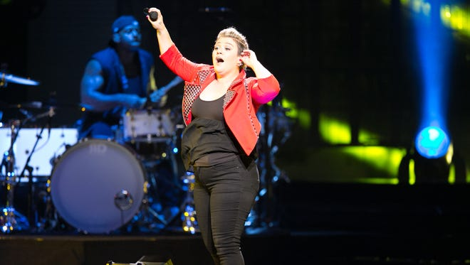 Kelly Clarkson performs at the Ak-Chin Pavillion, Tuesday, August 25, 2015, in Phoenix.