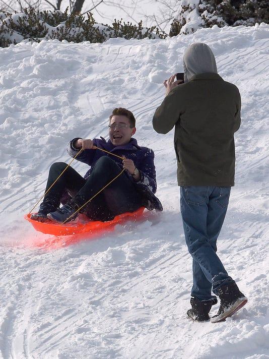 01_new_sct020718_sledding