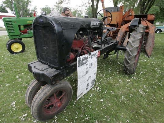 -TractorShow063_060307mjd.jpg_20070604.jpg