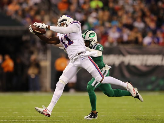 EAST RUTHERFORD, NJ - NOVEMBER 02: Wide receiver Zay Jones #11 of the Buffalo Bills makes a catch against cornerback Buster Skrine #41 of the New York Jets during the third quarter of the game at MetLife Stadium on November 2, 2017 in East Rutherford, New Jersey.  (Photo by Elsa/Getty Images)