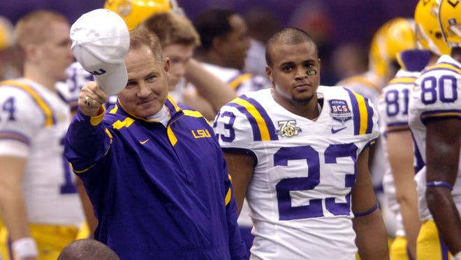 Head Coach Les Miles on the field with his team before the BCS Championship in New Orleans Sunday afternoon January 7, 2008. (Jim Hudelson/The Times)
