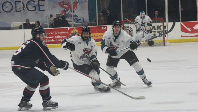 Shreveport Mudbugs in first period action against the Topeka Roadrunners at George's Pond.