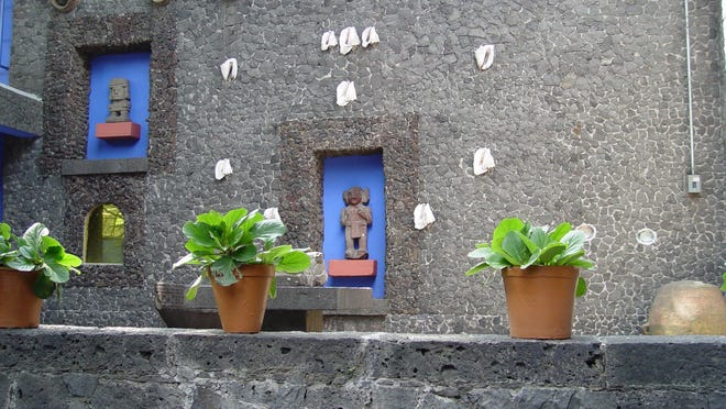 Built by Frida and attached to the family home, she created this amazingly detailed masonry using conch shells, pots and art to lend a surreal beauty.