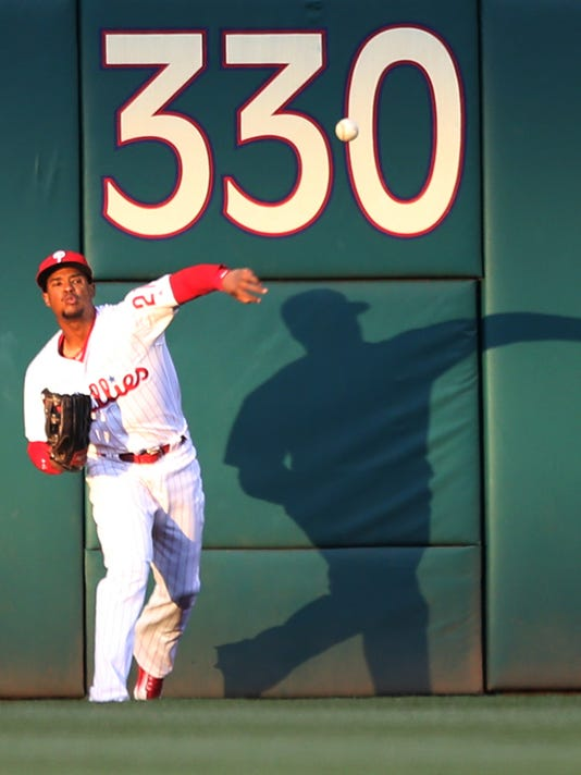 Philadelphia Phillies left fielder Cedric Hunter (21) throws to second base on a triple by the Washington Nationals Daniel Murphy in the first inning of a baseball game, Saturday, April 16, 2016, in Philadelphia. (AP Photo/Laurence Kesterson)