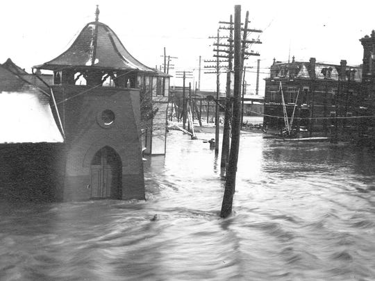 In 1913, the Sandusky River flooded Fremont, including West State Street.