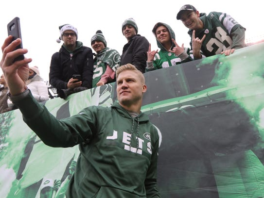 Josh McCown took selfies with fans before the game on Sunday, Dec. 24, 2017