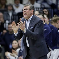 Geno Auriemma's latest contract could keep him at UConn through 2020-21