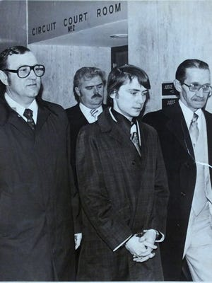 Don Miller is flanked by detectives Dean Tucker, left, and Harry Tift following Miller's arraignment on Feb. 21, 1979.