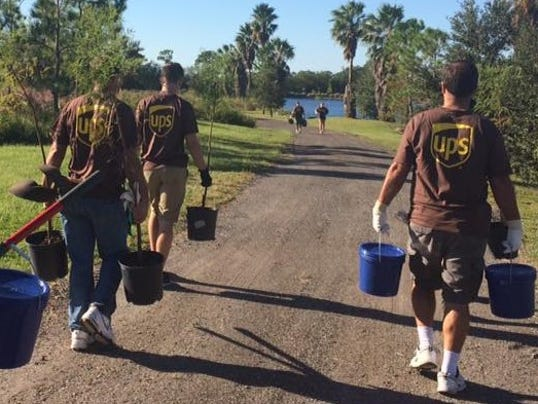 636371063119103432-UPS-Employees-at-Stormwater-Park-cropped.jpg