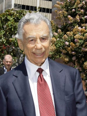 Kirk Kerkorian is seen leaving the Royal Federal Building in Los Angeles after testifying Aug. 20, 2008, in the Anthony Pellicano trial.
