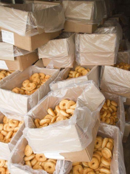 635703873241719426-doughnuts