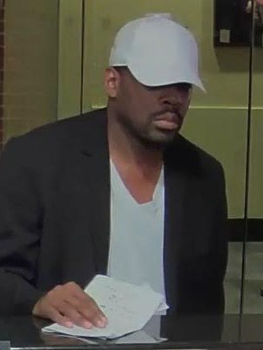 635810308737454843-Bank-robber