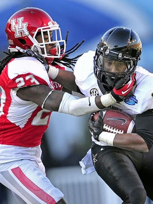 Former Vanderbilt running back Brian Kimbrow (25) is heading to Middle Tennessee State.