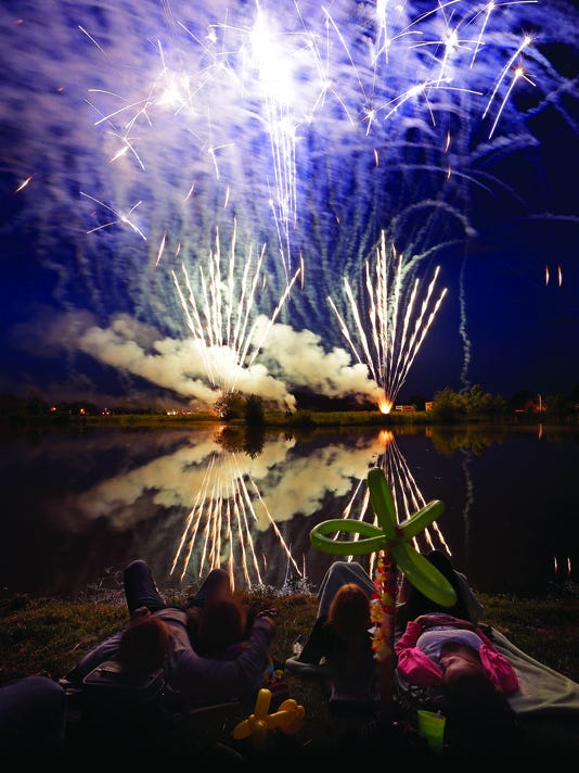 636029766685307211-636026407394672205-fireworks.jpg