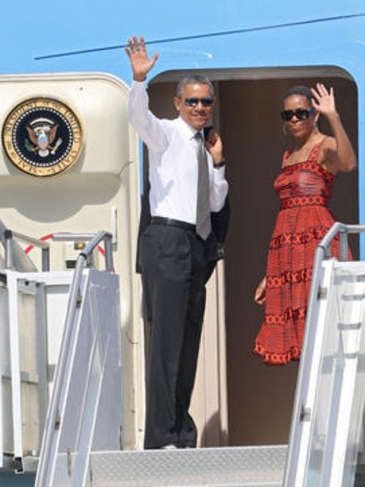 Obamas-waving-FILE.jpg