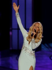 "Miss Tennessee Hayley Lewis sang ""I (Who Have Nothing)"""