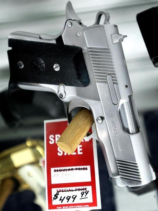 636596595631142317-handgun.jpg