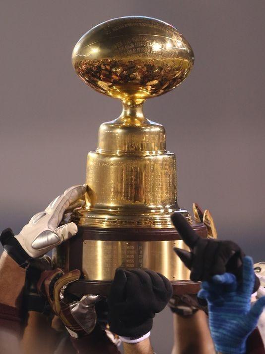 635532003473561788-Egg-bowl-trophy