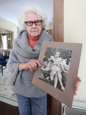 Lois Bohovesky holds a photo of her daughter, Paula, murdered Oct. 23, 1980, in Pearl River.
