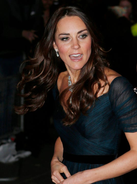 Duchess kate of cambridge arrives the national portrait gallery s gala