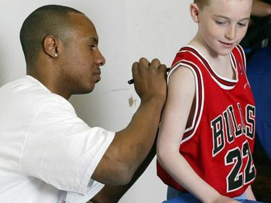Jay Williams autographs a Bulls jersey in 2004.