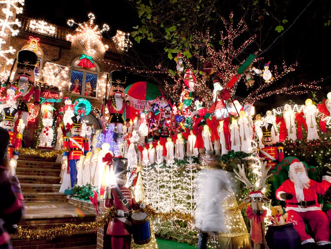 Photo tour new york city 39 s holiday lights for Where to go for a white christmas in usa